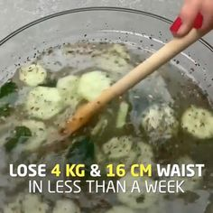 This Mixture Will Help You Lose and Waist in Just 4 Days: Don't Consume It More Than 4 Days. This Mixture Will Help You Lose and Waist in Just 4 Days: Don't Consume It More Than 4 Days. Healthy Detox, Healthy Smoothies, Healthy Drinks, Weight Loss Drinks, Healthy Weight Loss, Chia Seed Recipes For Weight Loss, Workout Diet Plan, Dieta Fitness, Cleanse Diet