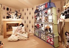 Children's bedroom with Rue Cambon dollhouses