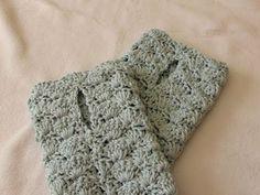 VERY EASY crochet shell stitch wrist warmers / fingerless gloves tutorial - YouTube