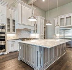 Small Kitchen Remodel Ideas to Make the Most of Your Space - Easy DIY Guide Kitchen Redo, New Kitchen, Kitchen Ideas, Luxury Kitchens, Cool Kitchens, Küchen Design, House Design, Beautiful Kitchens, Home Remodeling