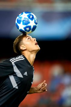 Paulo Dybala during the Group H match of the UEFA Champions League between Valencia CF and Juventus at Mestalla Stadium on September 2018 in Valencia, Spain. (Photo by Jose Breton/NurPhoto via Getty Images) Soccer Post, Soccer Guys, Football Boys, Soccer Ball, Football Players, Juventus Team, Cristiano Ronaldo Juventus, Uefa Champions League, Cr7 Junior