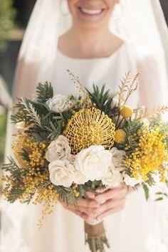 ふわふわ黄色い可愛いお花。ミモザで作る結婚式用ブーケカタログ | marry[マリー]