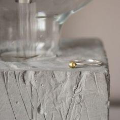 Nuovo! Anello in argento con pepita in ottone lucido, fatto su misura e a mano!