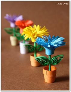 Quilling flowers - Tiny Quilled Flower pots make 6 Paper Quilling Patterns, Quilling Paper Craft, Quilling 3d, Quilling Tutorial, Origami, Creative Crafts, Diy Crafts, Quilled Creations, Quilling Techniques