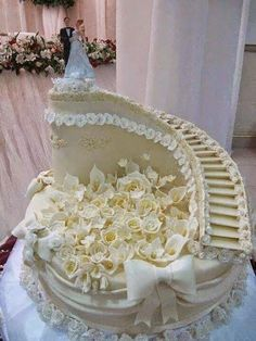 Bildergebnis für images of white wedding cake with risers
