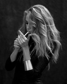 i dont approve of the smoking, but i love the way she did her hair.