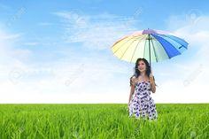 Mulher asiática bonita com guarda-chuva Stock Photo Rice Field, Imagem e Imagem isenta. Imagem 15.193.375.