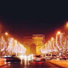 Happy Christmas★ : www.pajama-days.com #iphotography #art #holidays #happy #christmas #street #city #europe #france #paris #autumn #winter
