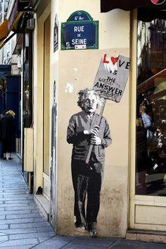 Rue de Seine - Paris - LOVE IS THE ANSWER #streetart #Parigi www.viviparigi.it