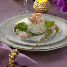 Festlig rund räkbakelse med ägg och dill Appetizer Recipes, Snack Recipes, Appetizers, Snacks, Swedish Recipes, Party Food And Drinks, Fish And Seafood, Tapas, Cake Recipes