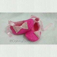 Sapatinho bailarina. Coleção luxinho. Renda rosa com forro em feltro. By DannyBaby.s Arte com as mãos .