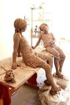 Jurga   http://jurgasculpteur.blogspot.pt/    What a great understanding of anatomy.