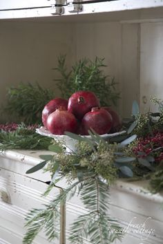 Simple Christmas ~ Using fresh fruit in holiday vignettes - Did I mention that I am obsessed with fresh natural touches for Christmas? Pomegranates, ...