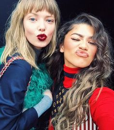 ulrikkehoeyer: Backstage moment with zendaya  #2timeslouisgirls#zendaya#backstage#louisvuitton#pfw#backstage
