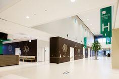 福岡市立こども病院 - WORKS | 島津環境グラフィックス有限会社 Work Office Design, Dental Office Design, Modern Office Design, Healthcare Design, Modern Interior Design, Modern Offices, Interior Design Portfolios, Interior Design Magazine, Fukuoka