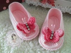 New Crochet Ideas For Kids Girls Baby Booties Ideas Crochet Baby Sandals, Knit Baby Booties, Booties Crochet, Baby Girl Crochet, Crochet Baby Clothes, Crochet Shoes, Crochet Slippers, Crochet For Kids, Crochet Crafts