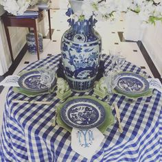 Loving the way that this new blue and white table setting came out… The Buffalo check adds a very springy feel even if it feels like winter outside😜 Blue Willow China, Blue And White China, New Blue, Blue Willow Decor, White Table Settings, Beautiful Table Settings, Place Settings, Chinoiserie, Dresser La Table