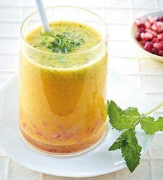 Mango-Smoothie mit Granatapfel