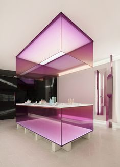 Why is clinical design in architecture, interior & product design so on-vogue leading us to, what we call, the Lab Trend? Design Shop, Showroom Design, Display Design, Kiosk Design, Design Design, Estilo Interior, Retail Interior, Interior And Exterior, Commercial Design