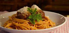 Τρώγοντας σπαγγέτι με κεφτέδες σε μια «κρυφή» αυλή στον Κεραμεικό | Έθνος Spaghetti, Ethnic Recipes, Food, Essen, Meals, Yemek, Noodle, Eten