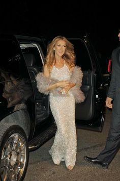 A New York, Céline Dion sort ses robes de princesse, sans complexe Pour l'écouter http://www.mp3-arabe.com/modules/mytube/singlevideo.php?cid=25&lid=373