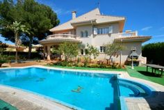Villa in Maioris with a beautiful private garden and pool
