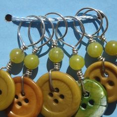 Button stitch markers-why didn't I think of that?! | CraftIdeaPin.com
