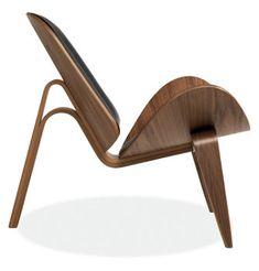 Shell Chair by Hans Wegner. This has always been my favourite Wegner chair. Chair Design, Furniture Design, Danish Furniture, Plywood Furniture, Copper Furniture, Mid Century Modern Furniture, Modern Materials, Danish Design, Modern Design