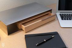 ENCLAVE, de Filipe Ventura, traduz-se pela sua elegância, simplicidade e versatilidade. Uma peça de escritório que explora as possibilidades estéticas e formais. Descubra outras características da Enclave aqui:  http://www.fgvdesign.pt/portfolio/enclave/