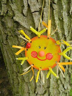 Tvoření od IVETULE: Sluníčko z kartonu Summer Crafts, Diy And Crafts, Sun Illustration, You Are My Sunshine, Kindergarten, Doodles, Seasons, Christmas Ornaments, Holiday Decor