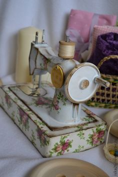 Sewing machine  b  Love a shabby chic sewing room