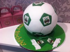 torte-rapid-wien-fussball Cakepops, Catering, Soccer Ball, Desserts, Sports, Personalised Cupcakes, Football Cakes, Birthday Cake Toppers, Wedding Cake