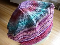 Free model of beret in Shinkiro - aquarêve workshop - Véronique - - Modèle gratuit du béret en Shin Lace Knitting Stitches, Hand Knitting, Wooly Hats, Knitted Hats, Newborn Crochet Patterns, Bonnet Hat, Knitting Accessories, Garter Stitch, Knit Crochet