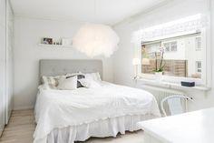 Svensk Fastighetsförmedling, Jönköping, www.svenskfast.se/jonkoping Bed, Furniture, Home Decor, Decoration Home, Stream Bed, Room Decor, Home Furnishings, Beds, Home Interior Design