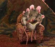 """Granddad Adorable, right? Since childhood, Maggie Rudy has loved mice. In fact, her father gave her the nickname """"Maggie Mouse! Needle Felted Animals, Felt Animals, Needle Felting, Cute Animals, Felt Mouse, Cute Mouse, Felt Art, Felt Crafts, Fiber Art"""