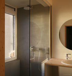 gezellige badkamer en badkamermeubel diy met multiplex, grenen ...