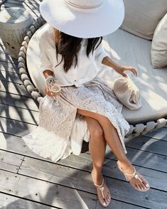 Stylin by Aylin helps you shop today's BEST fashion! Outfits With Hats, White Outfits, Dress Outfits, Fashion Dresses, Spring Summer Fashion, Spring Outfits, Spring Style, Summer Chic, Happy Hour Outfit