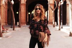 . Vestido / Dress: Asos (HERE)  . Jeans: Topshop (old) Similar HERE  . Cinturón / Belt: Zara (old)  . Botines / Boots: Uterqüe . Bolso / Bag: Suiteblanco (HERE)  . Gafas / Sunnies: RayBan