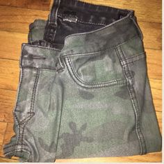 Flip flop jeans camo and black Like new Jeans Skinny