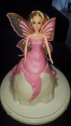 Barbie-Torte, ein sehr leckeres Rezept  Zutaten 250 g Margarine 250 g Zucker 5  Ei(er) 250 g Mehl 1/2 Pck. Backpulver 2 Pck. Vanillinzucker 1/2 Tasse Milch 400 g Marzipanrohmasse 200 g Puderzucker  n. B. Lebensmittelfarbe nach Wahl 2 Pck. Sahne 1 Pck. Sahnesteif