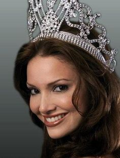 Denise Quinones, Miss Universe 2001 (Puerto Rico)...she was the last Miss Universe to wear the traditional crown as shown