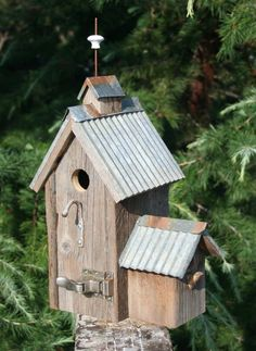 (svd) barn wood birdhouse with galvanized tin roof