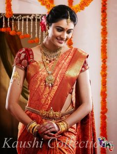 In south Indian wedding the brides prefer to wear heavy jewellery. Here are some beautiful collection of south Indian wedding jewellery set. South Indian Bridal Jewellery, Indian Bridal Sarees, South Indian Sarees, Fashion Mode, India Fashion, Indian Dresses, Indian Outfits, Saree Wedding, Wedding Bride