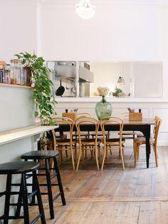 Das gute Leben im Bistro Bichou – boeje Cafe Restaurant, Restaurants, Table, Furniture, Home Decor, French Bistro, Old Wood Table, Large Vases, Places