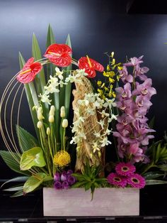 Nylon Flowers, Exotic Flowers, Tropical Flowers, Beautiful Flowers, Table Flowers, Flower Vases, Flower Art, Altar Decorations, Flower Decorations