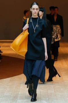See all the Collection photos from Celine Autumn/Winter 2017 Ready-To-Wear now on British Vogue Fashion Week Paris, Fashion 2017, Runway Fashion, High Fashion, Winter Fashion, Fashion Trends, Vogue Fashion, Celine, All Jeans