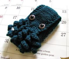 iPod, iPhone 5/ 4, Pax Vaporizer cover, Cthulhu / Octopus hand knit in Hunter Green