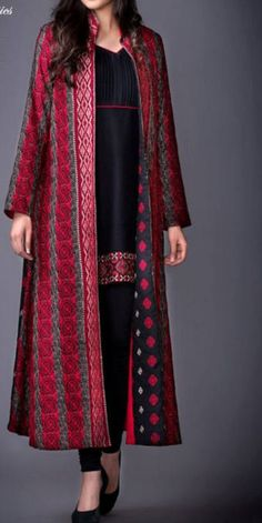 Our shrugs are the perfect technique to indistinctly apply warmness to effectively an outfit but still looking fashionable. Pakistani Formal Dresses, Pakistani Dress Design, Indian Dresses, Indian Outfits, Modest Fashion, Hijab Fashion, Fashion Dresses, Kurti Designs Party Wear, Kurta Designs