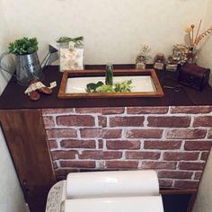【簡単DIY】トイレタンクを隠してスッキリしたオシャレなトイレに大変身♪ | ギャザリー Diy Design, Interior Design, Diy And Crafts, Architecture, House, Display, Home Decor, Restroom Decoration, Couple Room