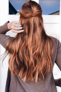 Instantly get longer and thicker hair with Strawberry Blonde clip-in Luxy Hair extensions! Red and gold undertones come together in perfect harmony in the Strawberry Blonde shade, creating a beautiful Golden Blonde Hair, Red To Blonde, Brown Blonde Hair, Auburn Blonde Hair, Blonde Shades, Blonde Lob, Blonde Braids, Black Hair, Long Red Hair